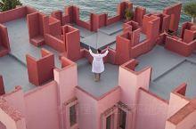 来了才知道西班牙红墙多惊艳,简直拍照圣地  去西班牙旅行,除了巴塞罗那,我最期待这里——西班牙红墙,