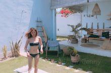 在小房子里晒太阳! 泳衣带得越多越好! 注意做好防晒工作! 在泳池边吃吃水果拍拍照片!