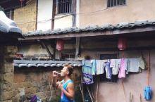 早上,拿起牙刷,跟着土楼村民去自来水池打水刷牙,南靖云水谣古镇#中国最美乡村# 千年古道和千年大榕树