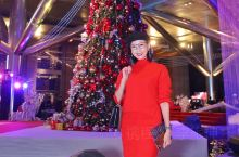 【广州的暖冬,圣诞也有气氛】 红红绿绿,旅神穿得圣诞树一样,来君悦酒店看亮灯,今年的圣诞集市很热闹呀