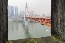 重庆两江,嘉凌江和长江交汇,冬日气温略低,雾气迷漫, 洪崖洞商业街  ,情