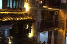 舞阳河风光12  八月下旬的一天,夜幕降临时分,站在镇远古城西侧新大桥上欣赏舞阳河灯光璀璨的超美的夜