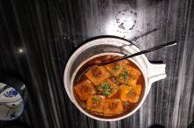 围龙屋星圆酒家的招牌菜,酿豆腐,盐焗鸡。