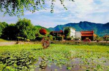 龙头村位于平利县城东南五公里处的古仙湖景区内,村庄环山水绕,形如游龙,故而得名为龙头村。到达龙头村路