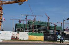 中国作为一个基建大国,其建筑速度和效率令全世界叹为观止。斯里兰卡作为一个工业落后的国家,中国便担任起