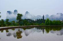 龙虎山风景区是一个集山青水秀,道教文化,当地民俗人文景观为一体的游览地,位于江西鹰潭市市郊西南约20