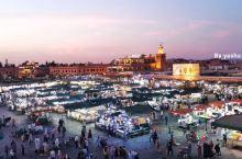 古老的 德吉玛广场  距今已有一千年的历史,是全球唯一还在使用的被列入世界文化遗产的广场。如果说每一
