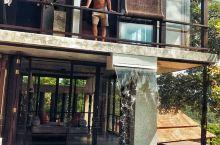 佐利图德 这是种草很久的酒店。 位置在半山腰。在普吉岛的最南边。我们租的车,所以去哪都比较方便。 房