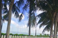 美丽的西海岸大酒店一一温暖舒适,恒温泳池和温泉让人体会美妙的生活,枕一池碧水看海听涛,畅游之中观椰风