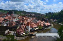 捷克的ck小镇:建造于14世纪和17世纪之间,大部分建筑多为哥特、文艺复兴和巴洛克式样。老城被流经该