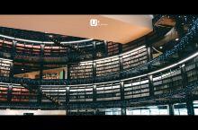 到伯明翰当然不可错过伯明翰图书馆。短短几天的英国之行我已经去了好几个图书馆了。伯明翰是这几个图书馆中