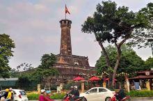 旗塔,一座外形独特的塔式建筑,位于河内军事博物馆内,游玩当天,遇到一群小学生在拍节目,挺热闹的。