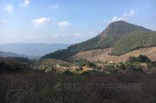 贵州梁化梅园 一个原生态的自然生态保护区,高耸的山峰,清澈的溪流蜿蜒在山间,一路走到山腰,发现一大片