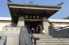 龟山汉墓,是徐州龟山景区的主要景点之一,位于江苏徐州市鼓楼区龟山西麓,为西汉第六代楚王襄王刘注(即位