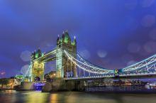 伦敦地标怎么拍 伦敦桥分日景和夜景,拍夜景选择日落后的蓝调时刻最美。我拍照的当天正好落微雨,雨点洒在