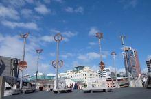 走海边的东方海滨大道Oriental Parade一路到海港码头进入市区,一路美景尽收眼底 远望市区