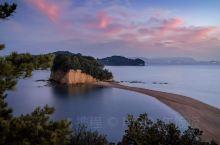 小豆島エンジェルロード(小豆岛天使之路)  位于四国香川县的小豆岛,有一条随着潮水的落潮而浮现的幻想