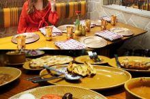 游玩印度已经第二天了,开始尝试正宗的印度餐。为了方便和卫生,随意在酒店中Pinch of Spice