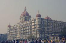 标志性的The Taj Mahal Tower Mumbai酒店建于1973年,巍然耸立在印度门(G