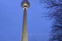 柏林夜景 东方明珠电视塔听说就是借鉴的柏林电视塔设计 但是离开没多久就发生了街头枪杀案 欧洲越来越不