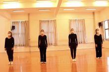 """迪庆文化馆以舞战疫健身舞送全州      迪庆藏族自治州文化馆的业务人员,在这全国人民共同防""""疫""""攻"""