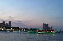 乘船夜游横滨港未来21,可以领略一下都市繁华