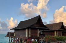 仙本那的卡帕莱岛是一个景色非常优美的海岛,海岛上有许多五星级的度假酒店,也有许多非常精致,以富有海洋