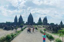 普兰班南,保存的比较完整的印度寺庙遗址,规模相当大,遗存的只是很小一部分,外国游客票价是本国人的十倍