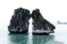 《曾经的记忆:美丽的水上盆景--下龙湾!》  那年有幸一睹芳姿,至今久久不能忘怀……  我是孤独浪子