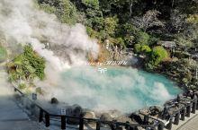 """别府是日本有名的温泉乡,地热资源丰富。  """"别府地狱巡游""""一共有八个景点,海地狱是其中最大应该也是最"""