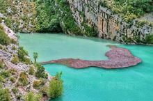 南法,普罗旺斯地区,阿尔卑斯山南翼,鲁西永小镇不远处,碧绿清澈的圣十字湖,自然、秀丽、宁静…  还有