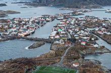 挪威罗弗敦的神仙球场 - 亨宁斯韦尔球场  这个位于挪威罗弗敦群岛的海岛球场可谓是世上最为炫目的球场