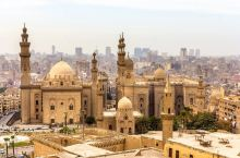 开罗作为埃及的首都,是外国游客最多的地方,也是最为便利的入境地点。作为旅行的第一站,它的热闹和幽默会