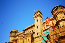 个人觉得瓦拉纳西是印度最具代表性的城市了,要体验这种独特的民族风情,一定要来瓦拉纳西一次。沿着恒河边