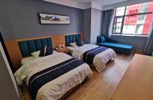 环境很好 房间很宽敞舒适 干净  床很软 睡觉很舒服