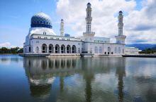 很漂亮的清真寺,如果天气好,中午时间去,可以拍到水里的倒影。  不过商业气息比较重,在外拍照也要收费