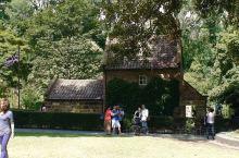 澳大利亚随手拍系列10-库克船长小屋  库克船长小屋 现位于墨尔本市中心的菲茨若伊公园内,原在英国1