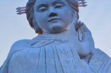 米脂貂蝉文化广场,一处当地休闲,娱乐,健身与陕北文化为一体的公园。 貂蝉文化广场