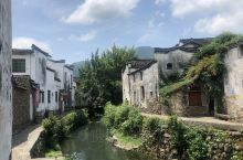 夏日里的龙门古镇,自带清凉气质 离杭州只有一小时的车程,特别适合周末小憩 晃晃悠悠半天时间就能够走完