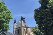 库特纳霍拉,在布拉格东南约80公里,圣母升天教堂里用人类骨头装饰整个小型歌德式教堂,绝对另类,也被称