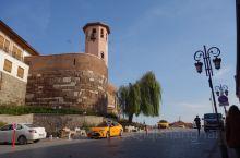 游安卡拉城堡:因车辆不能直接开进城堡,而沿途街拍又是一道风景线。安卡拉城堡已有一千多年的历史,是奥斯