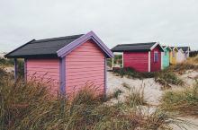 斯卡讷Skanör是瑞典南部最漂亮的海滩之一,长长的白沙滩上有五颜六色的小木屋,深受当地人和从马尔默
