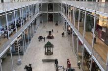 除了爱丁堡城堡外,爱丁堡值得一去看的就是当地人非常推崇的苏格兰国立博物馆,馆藏分类丰富,古代与近现代