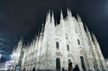 米兰大教堂 辉宏的气势 广场的鸽子 与游人共舞