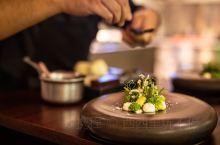 如何在新加坡圣淘沙吃出高级感? 新加坡从来不缺美食,圣淘沙的美食更是比比皆是,随便列举几家餐厅,就是