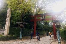 根津神社@東京 根津神社在东京大大小小数不胜数的神社中算是有名气的一个。这座古老的神社已经有一千九百