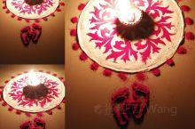 古印度的年怎么过? 上灯节 印度东部是春天过印度新年,印度西部是10月底过印度新年。 10月底的新年