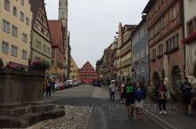 童话世界里的小镇 德国罗滕堡,这浪漫的小镇所有的美丽都在古城里,城里真的很小,方圆几里,步行游完也用