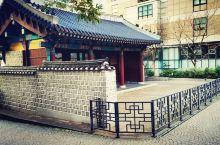 韩国·初印象2 街拍一角,没时间走远,只能就近逛逛一条小有情调的古街,在大汉门旁边,很有味道。很多小