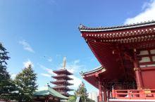 浅草寺拜观音,功德无量 在日本,无论你去寺庙还是逛神社,都讲究净手净口净心 所谓的净手,先取一勺子水